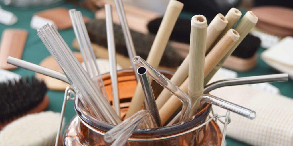 Pajitas de vidrio, acero y bambú